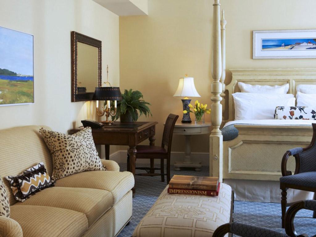 Delmar hotel room